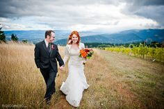 Vineyard | MoscaStudio - Professional Photographers - Fotografi Matrimonio (Portland & Destination) - #vineyardwedding #moscastudio #gorgecrestvineyard #oregonbride #oregonwedding
