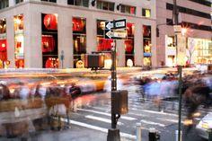 É do conhecimento de todos que Nova York é um dos melhores locais para fazer compras. Se está de visita a esta magnífica cidade, não perca a oportunidade de fazer compras em Nova York. Desde as lojas mais luxuosas, aos flea markets ou às lojas de renome mundial e que