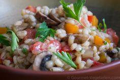 """RISOTTO ORGE CHAMPIGNONS Voici une bonne recette complète """"autour"""" de l'orge perlé, qui apporte à la fois des protéines ainsi que des bons glucides. C'est sur ce genre de recettes végétariennes faciles et savoureuses (et bien d'autres encore) que l'accent est mis dans la Formation Club Santé du Gourmet Végétarien ... La recette en détail: http://www.gourmet-vegetarien.com/risotto-orge-recettes-vegetariennes/"""