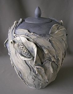 Calla Lilies Vase Pearlish Gray Color by on Etsy, Gorgeous ceramic designs and a beautiful shop! Ceramic Boxes, Glass Ceramic, Ceramic Clay, Ceramic Pottery, Pottery Art, Sculpture Art, Sculptures, Ceramics Projects, Calla Lily