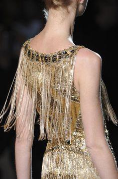 forlikeminded: Badgley Mischka fall 2013 new-york-fashion-week Gold Fashion, Fashion Week, Fashion Details, Runway Fashion, High Fashion, Fashion Design, Fringe Fashion, Podium, Vestidos Vintage