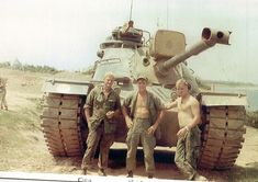 Vietnam war tankers posing for a picture Vietnam History, Vietnam War Photos, 4th Infantry Division, Patton Tank, Once A Marine, M48, Military Armor, American War, American History