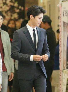 Omo omo, Park Bo Gum looks so good here. Korean Star, Korean Men, Asian Actors, Korean Actors, Park Bo Gum Wallpaper, Kwon Sang Woo, Park Bogum, My Cute Love, Handsome Asian Men