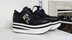 Zapatilla. Eduardo Zapatero. Sneakers, Shoes, Fashion, Slippers, Over Knee Socks, Women, Tennis, Moda, Zapatos