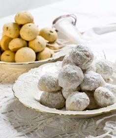 Μια νόστιμη παραλλαγή της κλασικής συνταγής με φιστίκια αντί για αμύγδαλα και άρωμα λεμονιού.