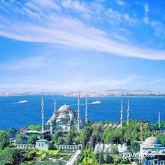 İznik çinileriyle bezeli olduğu için Avrupalılar tarafından Mavi Cami (Blue Mosque) olarak adlandırılan Sultan Ahmet Camii'nden herkese huzurlu bir Cuma günü dileriz. -------------------------------- govego.com #doğa #naturel #yeşil #green #life #lifeisgood #seyahatetmek #seyahat #yolculuk #gezi #view #manzara #gününkaresi #huzur #an  #anatolia #turkey #travel #turizm #türkiye #turkey #instagram #instagood #instaphoto #bestoftheday #photo #huzur  #govego #smile #travel