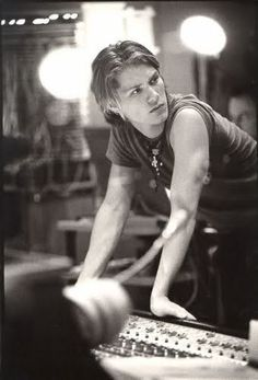 one of my favorite pictures of taylor hanson ever.