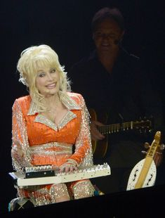 : Dolly Parton Performs in Knoxville
