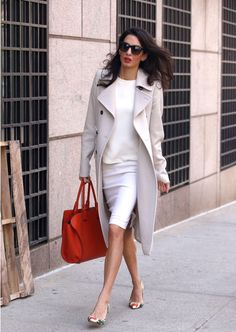 Amal Clooney was spotted arriving at Columbia University. We love how she mixed her Oscar de la Renta pumps with her pastel outfit.