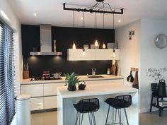 Een mooie lamp in je kamer kan voor veel sfeer zorgen. Met de Industriële Loftbar lukt dat zeker en ook nog eens voor een erg voordelige prijs! Table, Furniture, Design, Home Decor, Decoration Home, Room Decor, Tables