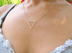 https://www.etsy.com/fr/listing/100167430/collier-triangle-bijoux-geometrique?ref=listing-19