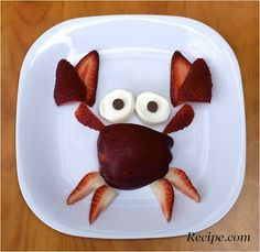 The kids won't be 'crabby' when they help make this adorable summer snack! Add a glass of milk or some crackers for a snack! Cute Snacks, Fun Snacks For Kids, Easy Snacks, Cute Food, Kids Meals, Good Food, Yummy Food, Creative Snacks, Boite A Lunch