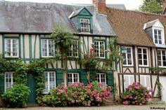 Village de Gerberoy - Oise - Picardie - France (un des plus beaux villages de France) à voir absolument à la saison des roses !! Going with my girls