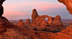 Parchi Americani Arches National Park, Utah -secoli di vento e acqua hanno scolpito la pietra arenaria in Utah oltre 2000 archi naturali.  Cerca con Google