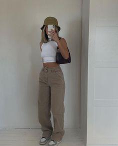 Tomboy Fashion, Teen Fashion Outfits, Retro Outfits, Look Fashion, Streetwear Fashion, Sweat Streetwear, Style Streetwear, Fashion Mode, Fashion Styles