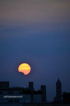 Bologna, La Luna sopra le Torri, Foto di Adriana Moretti
