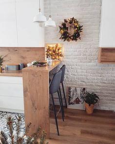Good minimalist kitchen door handles only in miral iva design Interior Design Kitchen, Kitchen Decor, Interior Decorating, Kitchen Ideas, Small Apartment Interior, Minimalist Kitchen, Cuisines Design, Home Kitchens, Diy Home Decor