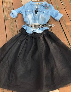 WILDFLOWER SHIRT Womens Retro Light Wash Button Front Roll Up Long Sleeves Blue Jean Shirt Cowgirl Style Outfits, Western Outfits, Cowgirl Fashion, Western Dresses, Cowgirl Jewelry, Boho Jewelry, Handmade Jewelry, Fashion Jewelry, Autumn Fashion Women Fall Outfits