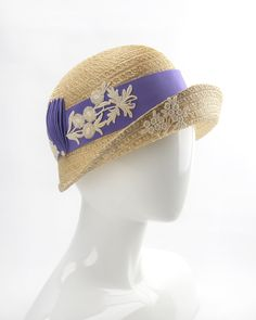 Vintage Straw Cloche. 1920s-style hat with purple ribbon trim and lace. Vintage-style millinery. Flapper hat. Natural straw cloche. Gamine Style, Soft Gamine, 1920s Style, Vintage Style, Green Fur, Fedora Hat Women, Flapper Hat, Hat Blocks, Purple Ribbon