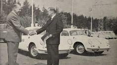 Porsche-autojen luovutus Herttoniemen korjaamolla.