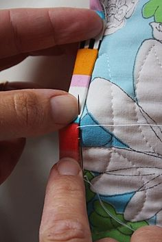 Good tutorial on how to bind a quilt ... especially corners!.