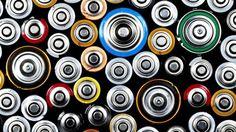 Onde descartar pilhas e baterias? - Pilhas possuem materiais tóxicos que são altamente prejudiciais ao meio ambiente e a saúde, por isso, é super importante ter cuidado com o descarte.