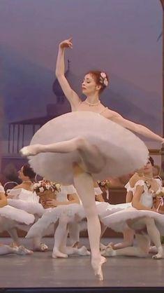 Ballet Gif, Ballet Dance Videos, Dance Choreography Videos, Ballet Dancers, Gesture Drawing Poses, Mikhail Baryshnikov, Ballet Performances, Gymnastics Workout, Dance It Out