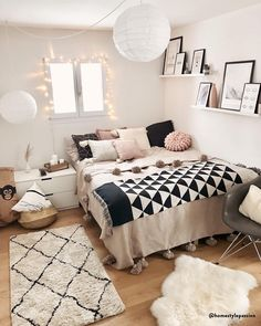 ◊ Carpet trend with Moroccan roots! ◊ Also in this living room you can . - Schlafzimmer Träume - Home Decor Bedroom Decor For Teen Girls, Cute Bedroom Ideas, Cute Room Decor, Room Ideas Bedroom, Small Room Bedroom, Teen Bedroom, Bedrooms, Bedroom Designs, Bedroom Goals