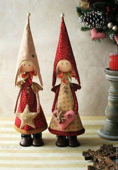 El interior de Año Nuevo.  la decoración del Año Nuevo.  Ángel de la Navidad.  Los Ángeles.  Decoración de Navidad chimenea.  Chalet.  clase magistral