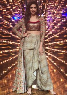 My ideas in 2019 fashion, indian designer wear, indian wedding outfits. Designer Party Wear Dresses, Indian Designer Outfits, Designer Skirts, Indian Gowns Dresses, Pakistani Dresses, Indian Wedding Outfits, Indian Outfits, Party Looks, Stylish Dresses