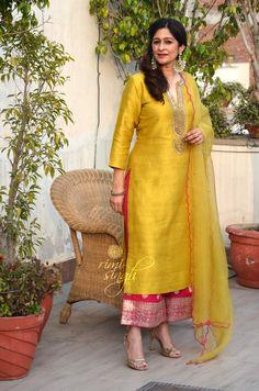 Kurti Designs Party Wear, Kurta Designs, Saree Blouse Designs, Indian Wedding Outfits, Indian Outfits, Dress Paterns, Embroidery Suits Punjabi, Indian Designer Suits, Indian Lehenga