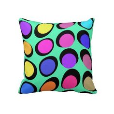 College Prep: Personalize Your Boring Dorm Room With Decorative Pillows