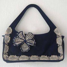 [VAR004F] - Bolsa de mão retrô em tecido.  Detalhes em em renda renascença - feita à mão.  Peça única e exclusiva. R$ 126,00