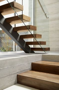 Image 14 of 16 from gallery of Crescent Drive / Ehrlich Yanai Rhee Chaney Architects. Photograph by Matthew Millman Image 14 of 16 from gallery of Crescent Drive / Ehrlich Yanai Rhee Chaney Architects. Photograph by Matthew Millman Glass Stairs Design, Home Stairs Design, Railing Design, Interior Stairs, Modern Stairs Design, Design Home Plans, Design Home App, Design Homes, Stairs Architecture