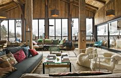 I love chalet and cabin style! It's very cozy and comfy! And chalet living rooms are really special, as they are spacious, warm and so inviting! Spacious Living Room, Living Spaces, Living Rooms, Living Area, Grand Chalet, Barn House Design, Chalet Design, Loft, Design Case