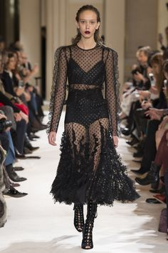 Runway #fashion review Fall17: Giambattista Valli's love letter to the Parisian girl in the LBD