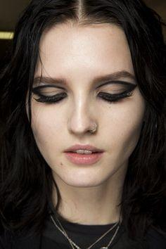 Atelier Versace - Spring 2015 Couture - Look 25 of 64 Eye Makeup Art, Makeup Inspo, Makeup Trends, Makeup Inspiration, Face Makeup, Makeup Geek, Makeup Ideas, Atelier Versace, Versace 2015