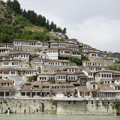 """Eine der schönsten (und ältesten) Städte in #Albanien ist #Berat. Hier einer der drei Stadteile, die zur Altstadt zählen. / Three parts of Berat belong to the """"old city"""" - this is one of them. #albania"""