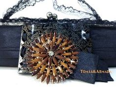 Detalle del bolso negro con encaje vintage