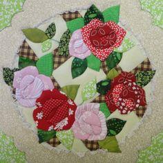 Caixa de MDF, trabalhada em patchwork embutido. Forrada com tecido 100% algodão e internamente com EVA. As estampas dos tecidos podem variar <br>Para colocar divisórias acréscimo de R$ 8,00