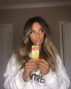 Caramel Highlights Hair 9 Best Fall Hair Trends That Will Inspire Your Next Look Dark Ombre Hair, Brown Hair Balayage, Brown Blonde Hair, Hair Color Balayage, Brunette Hair, Hair Highlights, Caramel Highlights, Dark Brown Hair With Highlights And Lowlights, Blonde With Dark Roots