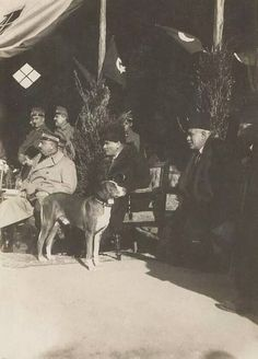 Republic Of Turkey, The Republic, Turkey History, Turkish Army, The Turk, Great Leaders, Old Dogs, Historical Pictures, Historian