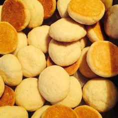Sweet little vanilla wafer cookies use simple pantry ingredients and are ready in no time. They're perfect for sandwiching with fillings or for serving with puddings or coffee. Nilla Wafer Recipes, Shortbread Recipes, Cookie Recipes, Snack Recipes, Dessert Recipes, Desserts, Homemade Vanilla Wafers Recipe, Old Fashioned Coconut Cake Recipe, Wafer Cookies