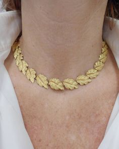 Buccellati Delicate Yellow Gold Garland of Leaves Necklace Jewelry For Her, Gold Jewelry, Vintage Jewelry, Fine Jewelry, Jewelry Necklaces, Jewellery, Leaf Necklace, Simple Necklace, Gold Necklace