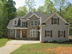 $238000 / 2828ft² - HUD Home with 5 bedrooms 3 bathrooms, large lot 2 car garage, Hardwood