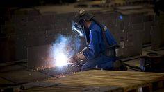 Metallialan osaajille on nyt kova kysyntä varsinkin Varsinais-Suomessa, jossa esimerkiksi Turun telakka työllistää ammattilaisia.