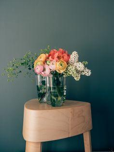 Vapaus kukkia - vinkkejä kukka-asetelmien tekoon - Viena K Glass Vase, Garden, Flowers, Home Decor, Garten, Decoration Home, Room Decor, Lawn And Garden, Gardens