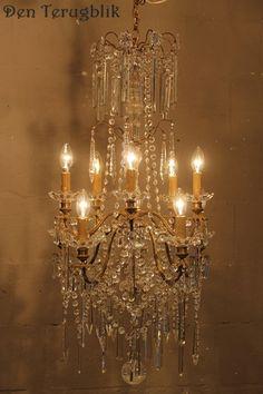 franse kroonluchter, den terugblik Crystal Chandeliers, Vintage Chandelier, Light Bulb, Empire, Ceiling Lights, Crystals, Antiques, Home Decor, Old Chandelier