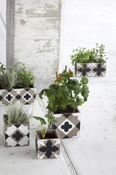 what a cool thing to do with decorative tile!