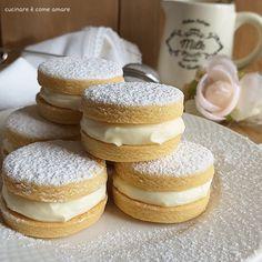biscotto dolce paradiso con ripieno Great Desserts, Cookie Desserts, Dessert Recipes, Almond Paste Cookies, Biscotti Cookies, Cake & Co, Sweet Cookies, Italian Cookies, Sweet Recipes